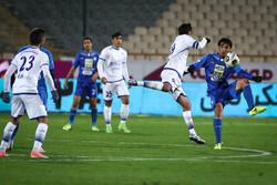 دیدار تیم های استقلال تهران و گسترش فولاد