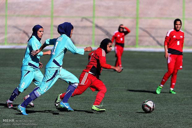 İran'daki kadınlar futbolundan kareler