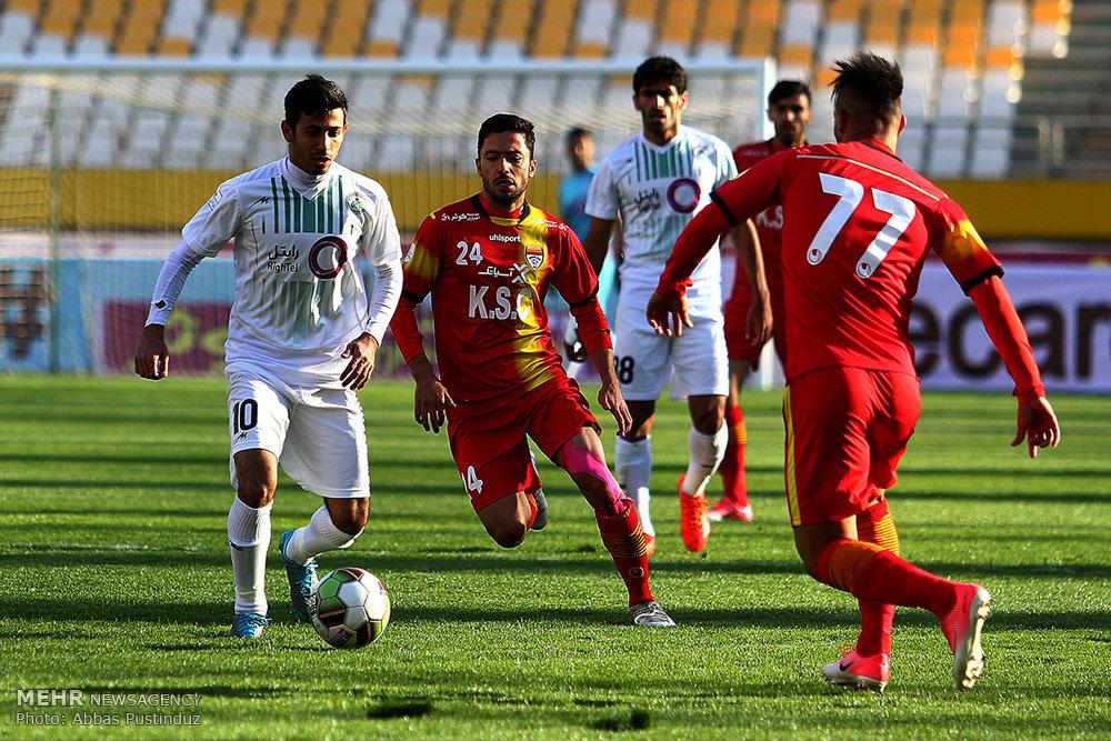 دیدار تیم های فوتبال ذوب آهن اصفهان و فولاد خوزستان