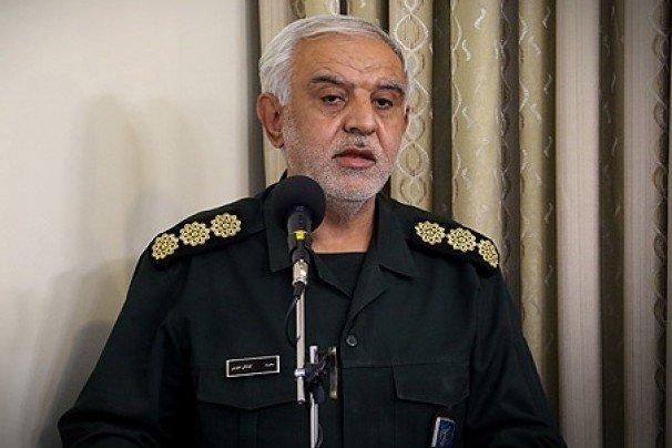 ضرورت ارائه درس آشنایی با دفاع مقدس در تمامی حوزههای علمیه فارس