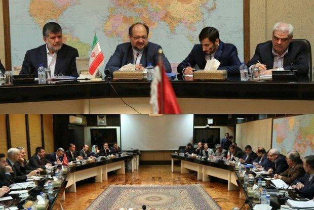 اجتماع وزير الصناعة والمناجم والتجارة الإيراني مع وزير الاقتصاد التركي
