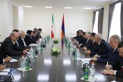Iran, Armenia call for closer economic coop.