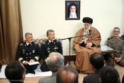 قائد الثورة:  القوة البحرية في الخط الامامي للدفاع عن البلاد