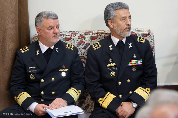 Leader receives cmdrs., navy officials on Tue.