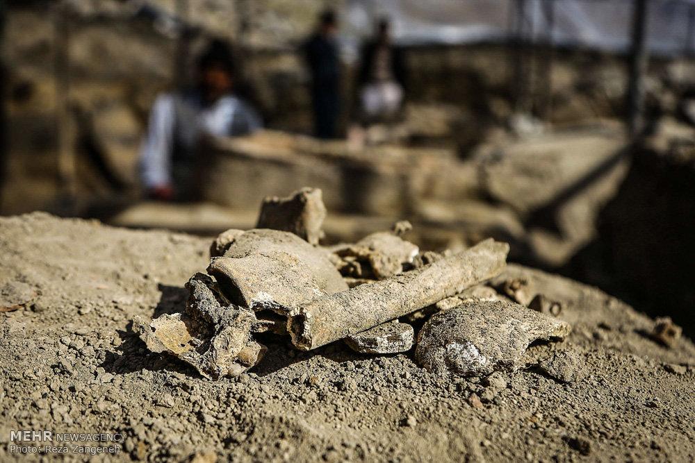 کاوش های باستان شناسی در میدان (ره) همدان