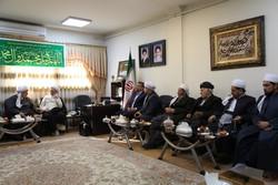 حضور روحانیون در مناطق زلزله زده مهم و تاثیر گذار است
