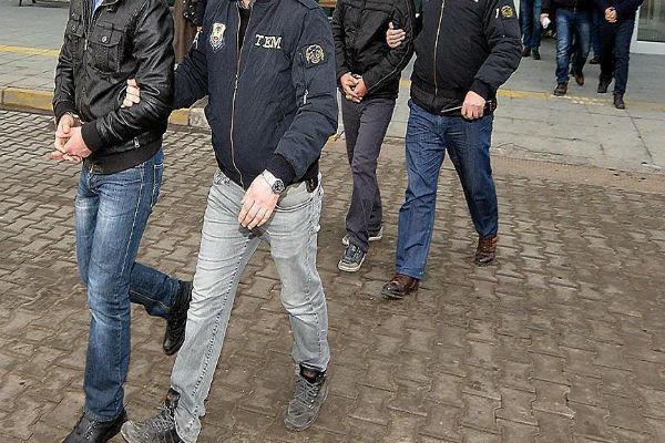 السلطات التركية تصدر مذكرات اعتقال بحق 360 شخصاً بينهم 334 عسكرياً