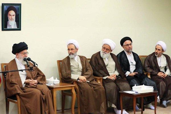 قائد الثورة الاسلامية: فصل العلوم السياسية عن منشأها اللاديني يتطلب الإلمام بأعمال الآخرين