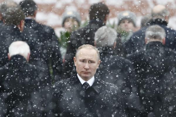 پوتین در جمع هواداران خود در میدان سرخ سخنرانی می کند