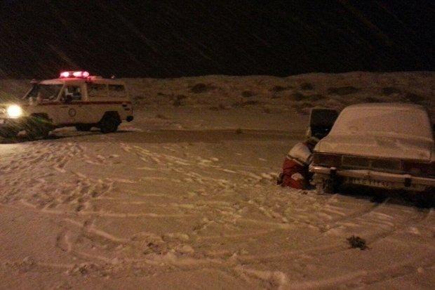 هلال احمر استان سمنان به ۴۰ نفر گرفتار در برف امدادرسانی کرد