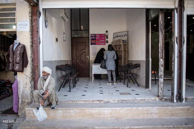 درب ورودی مطب در خیابان اصلی