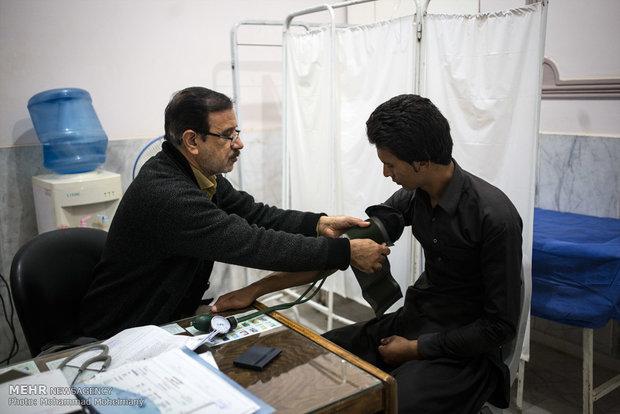 معاینه بیمار در مطب