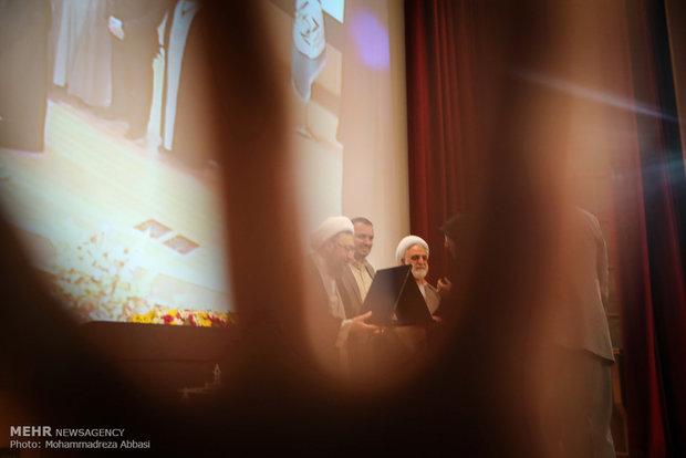 ممانعت محافظان از عکاسی عکاس خبرگزاری مهر در همایش قانون اساسی و آرمان های انقلاب اسلامی