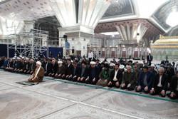 ادای احترام شرکت کنندگان سی و یکمین کنفرانس وحدت اسلامی به امام