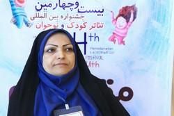 همدانیها به میهمانان جشنواره تئاتر کودک «کبوتر صلح» هدیه دادند