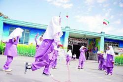 دانش آموزان غرب تهران در میان دود ورزش کردند/نسخه پیچی از راه دور