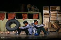 کمرنگی «مردم» در آئینه تئاتر خوزستان/ مسیر مردم و تئاتر یکی نیست
