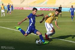 دیدار تیم های استقلال خوزستان و صنعت نفت آبادان