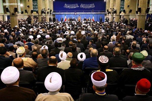 قائد الثورة يستقبل ضيوف مؤتمر الوحدة الإسلامية في طهران