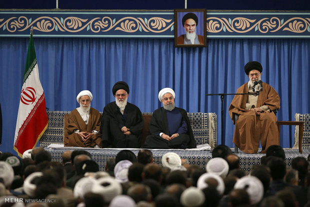 Leader receives participants of Islamic Unity Conf.