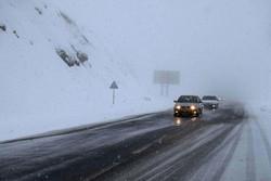 بارش برف منجر به ۳۷ فقره تصادف در جادههای اردبیل شد