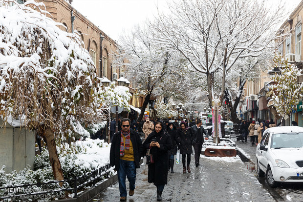 Snow whitens streets of Tabriz
