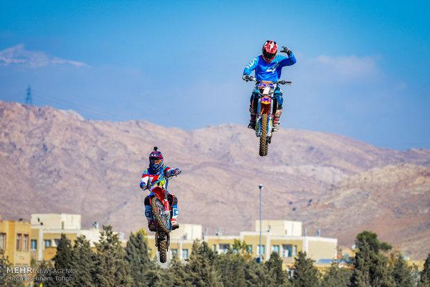 Tahran'da motor kros yarışları başladı