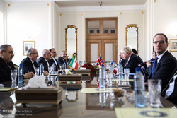 Zarif receives UK's Johnson in Tehran