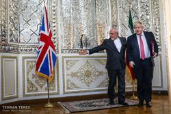 Zarif receives Biritsh counterpart in Tehran