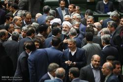 «آب کارون» مانع خروج روحانی از مجلس شد/تجمع نمایندگان خوزستان مقابل رئیس جمهور