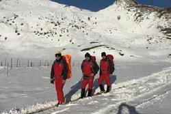نجات ۸ گردشگر از برف و سرما در منطقه «سوباتان» تالش