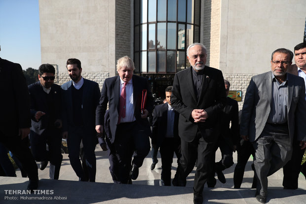 Salehi meets British foreign secretary in Tehran