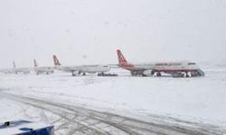 """تأجيل مئات الرحلات الجوية في أوروبا والركاب يصفون الوضع بـ""""ساحة حرب"""""""