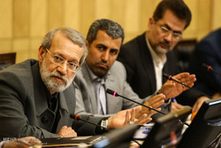 Parl Economic Commission holds session with Larijani