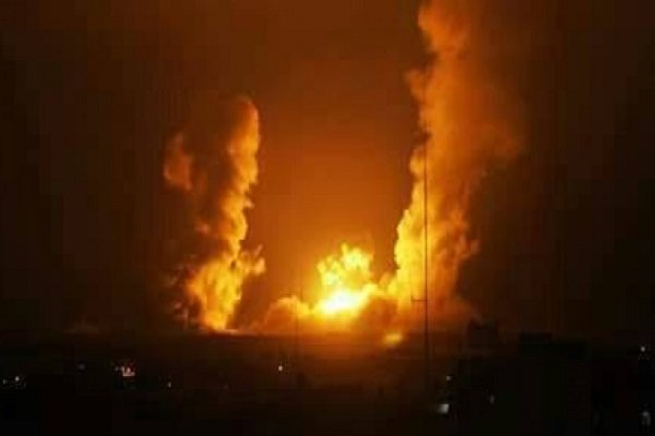 طيران العدو الصهيوني يشن غاران على جنوب غزة