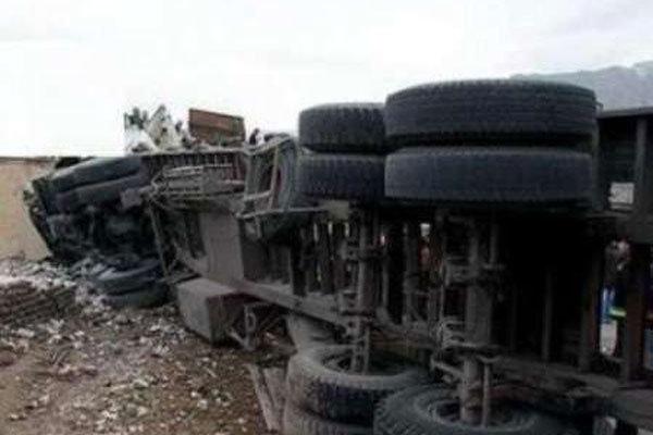 واژگونی تانکر حامل گاز بوتان در محور شیراز/ ترافیک ۷ کیلومتری