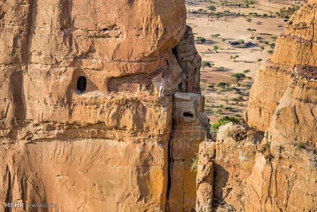 كنائس في قلب الصخور