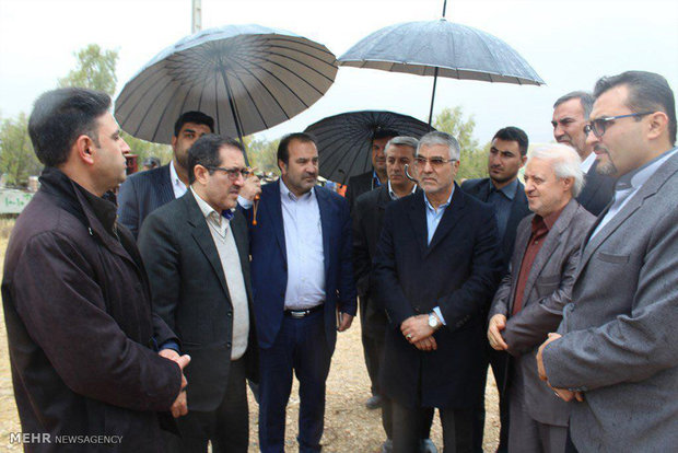 Officials inspect progress of Lar-Jahrom road