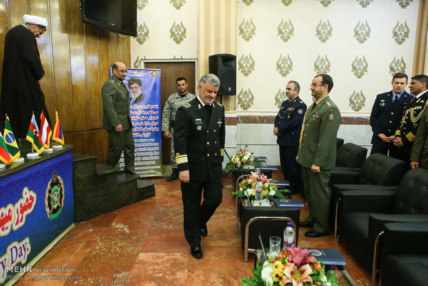 Foreign military attachés meet with Iran Navy commander