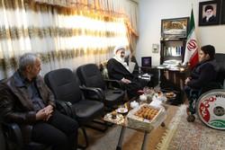 تقدیم مدال علیرضا ایزدی به زلزله زدگان