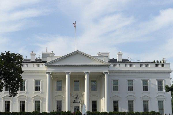 برخورد یک خودرو با موانع امنیتی کاخ سفید/راههای دسترسی مسدود شدند