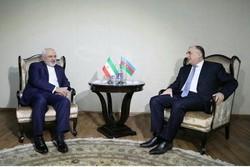 """ظريف يلتقي بنظيره الأذربيجاني قبيل عقد الاجتماع الثلاثي في """"باكو"""""""