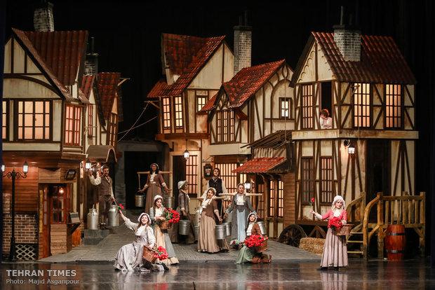 """Tehran theater hosts """"Oliver Twist"""""""
