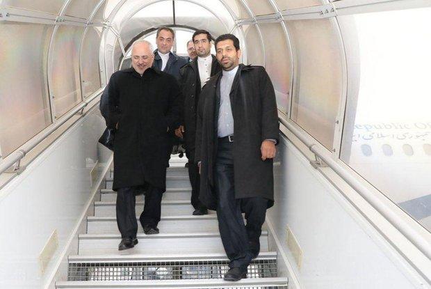 ظريف يعود الى طهران بعد مشاركته في الاجتماع الوزاري الخامس لايران وتركيا وأذربيجان