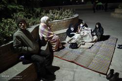 سكان طهران يقضون ليلتهم في العراء بعد زلزال بقوة 5.2 درجات/صور