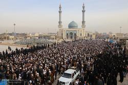 مراسم تشییع پیکر آیت الله حائری شیرازی در قم
