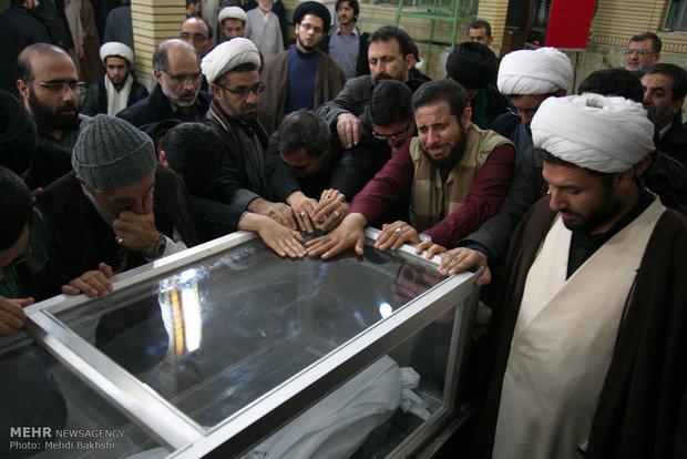 مراسم وداع جثمان آية الله حائري شيرازي