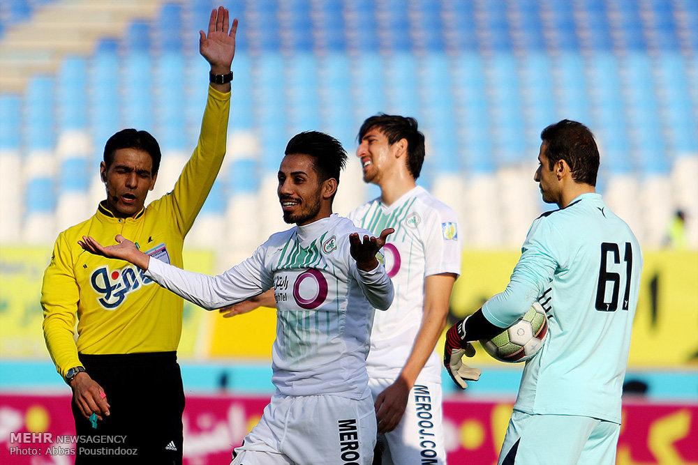 دیدار تیم های ذوب آهن اصفهان و مشکی پوشان اسان