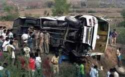 Hindistan'da otobüs uçuruma yuvarlandı: 33 ölü