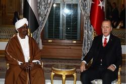 Erdoğan ve Ömer El-Beşir bir araya geldi